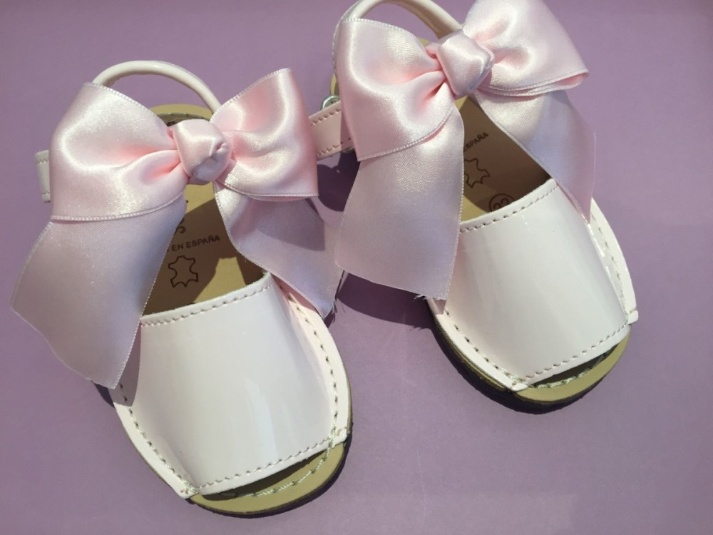 pink bow patent sandals