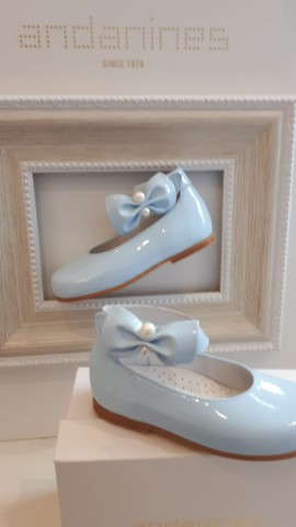 Andanines blue side bow shoes with pearl detailing
