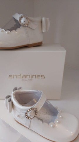 Andanines pearl white bow back shoe