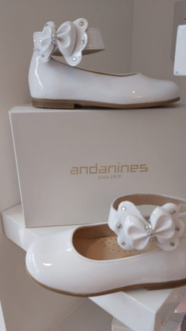 Andanines side bow white shoes